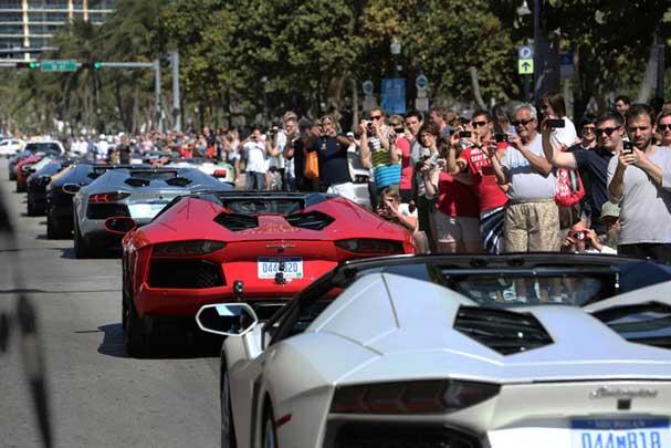 رژه بزرگ اتومبیل های لامبورگینی (عکس)