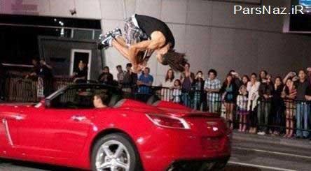پسری که مثل یوزپلنگ از روی ماشین می پرد (عکس)