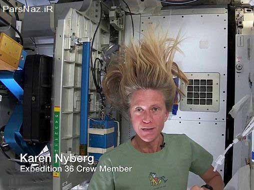 زن فضانورد در حال شستن موهای خود (عکس)