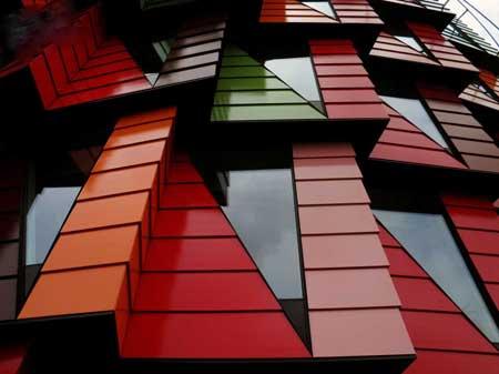 ساختمان اداری با ظاهری عجیب و جالب (عکس)