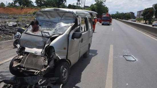تصاویر دلخراش و ترسناک  از تصادف یک زن نگون بخت