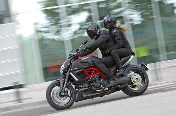 تصاویر بی نظیر از  موتور سیکلت داکوتی