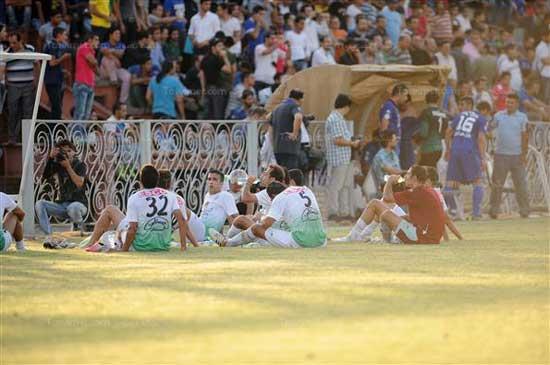 روزه خواری تاسف بار فوتبالیست ها در جلو مردم (عکس)