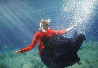 فشن ها به زیر آب می روند (عکس)