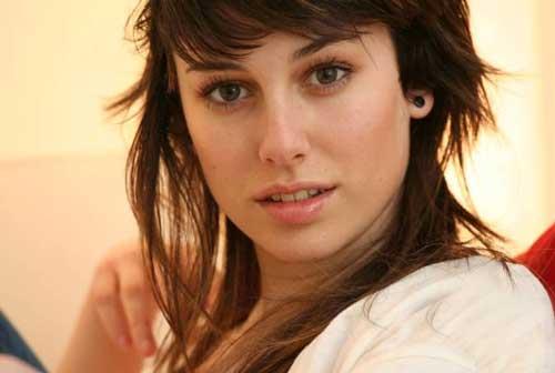 تصاویر کمتر دیده شده از جولیا بازیگر سریال مدرسه شبانه روزی