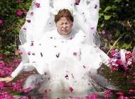 عروس با لباس خیس عازم خانه بخت می شود