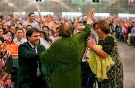 زن ایرانی با لقب پیرترین ها در مراسم تابعیت آمریکا (عکس)