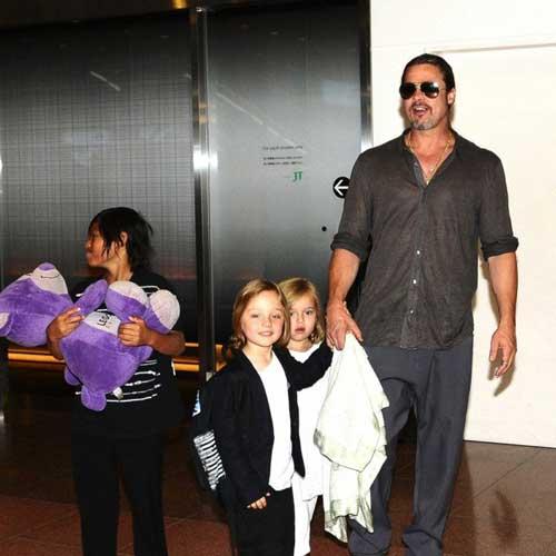 عکس های جدید و جنجالی آنجلینا جولی و خانواده اش در ژاپن