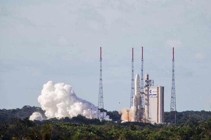 نمایان شدن موشک آریان ۵ در فضا توسط ماهواره ها