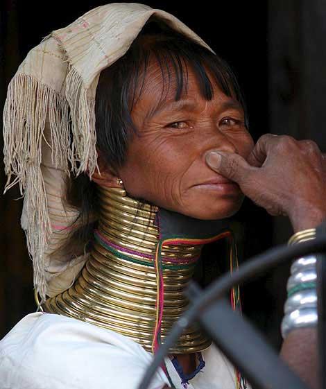 زنان عجیب و گردن زرافه ای (عکس)