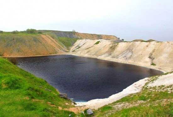 دریاچه فوق العاده زیبا اما کشنده و خطرناک (عکس)