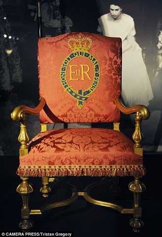 رونمایی  لوازم شخصی و لوکس ملکه (عکس)