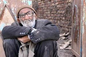 پیرمردی که خطرناک ترین حیوانات را از پای در می آورد (عکس)