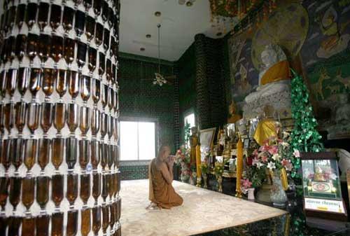 استفاده از یك میلیون بطری شیشه ای در نمای یک معبد