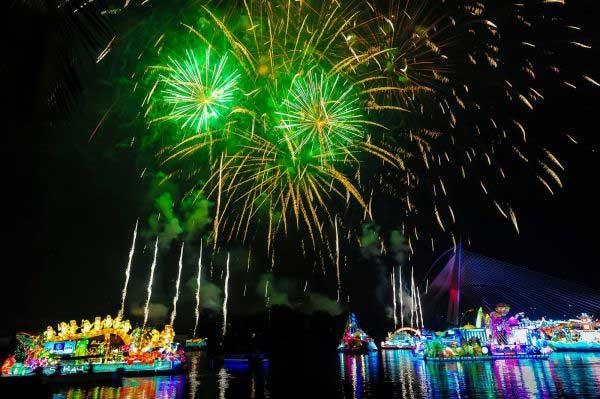 نورافشانی های زیبا در فستیوال جادوی شب (عکس)