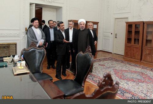 تصاویری از تحویل دادن دفتر کار به رئیس جمهور جدید
