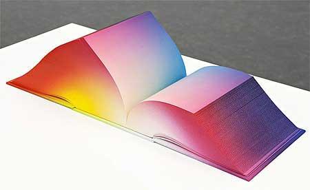 کتاب 3632 صفحه با زبان رنگ ها (عکس)