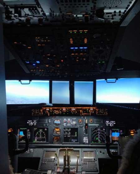 سیمولاتور کامل پروازی (عکس)