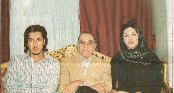 عکس بسیار قدیمی از احسان خواجه امیری در کنار خانواده اش