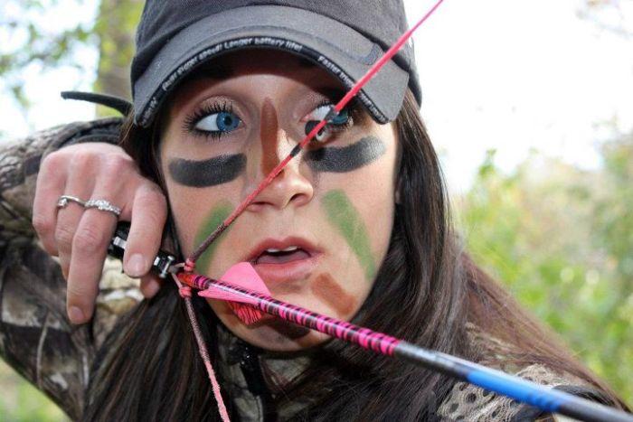 زنی که به همه حیوانات حمله می کند (عکس)