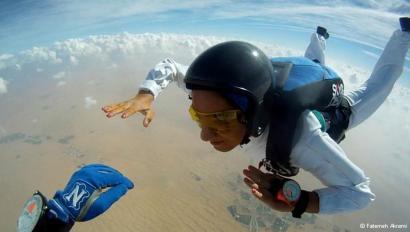دختر ایرانی بر فراز ابرها (عکس)