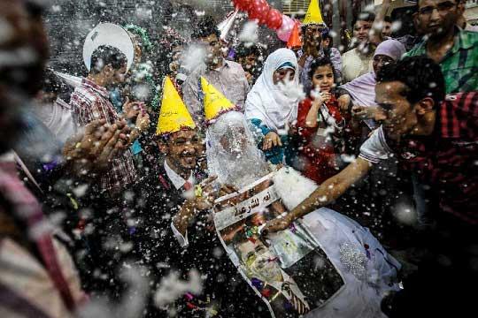 جشن عروسی بخاطر حمایت از مرسی (عکس)