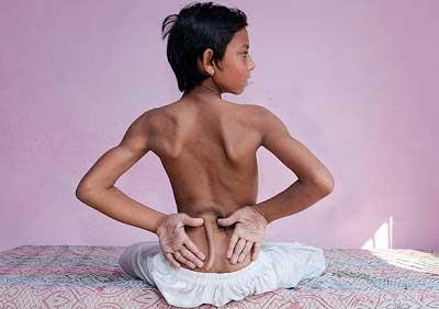 عکس جنجالی پسر دم دار که خدای هندوها شد