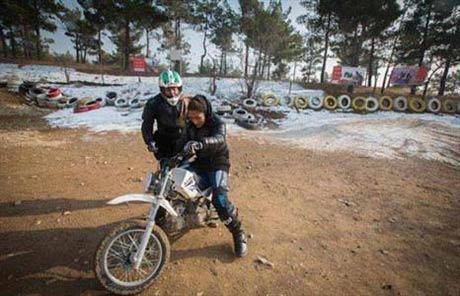 مجوز فعالیت بانوان در موتورسواری صادر شد (عکس)