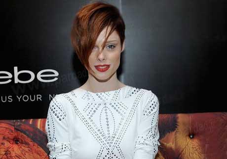 دردسر عجیب یک مدل معروف هالیوودی برای موهایش