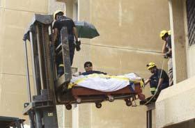 حمل مرد فوق العاده چاق عرب با جرثقیل