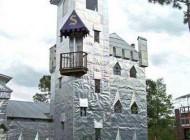 خانه عجیب ساخته شده بر روی باتلاق ها