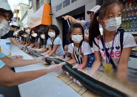 مار سیاه 120 متری خوشمزه در خیابان (عکس)