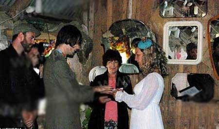 عروسی به این سادگی دیده بودید؟ (عکس)