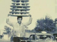 عکس جالب و قدیمی از یک پیک موتوری