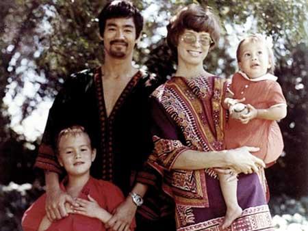 عکس دیده نشده از خانواده بروسلی