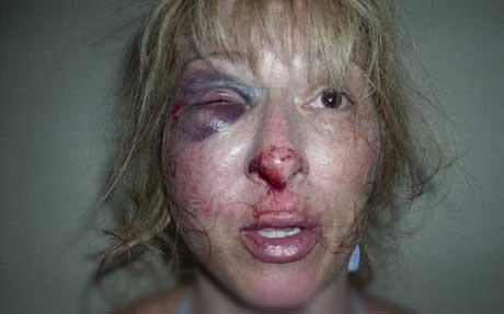 خشونت های بی دلیل پلیس امریکا علیه زن نگون بخت (عکس)