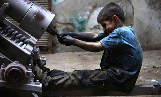 پسر 10 ساله ای که خوراکش ساختن خمپاره است