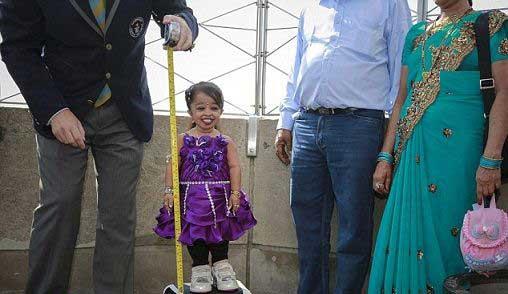 تصاویر تماشایی از قد کوتاه ترین زن جهان