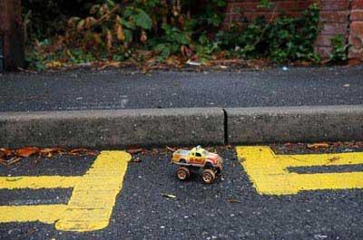 پارکینگ عجیب آدم کوتوله ها (عکس)