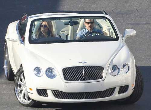 عکس های جدید جنیفر لوپز در ماشین جدیدش