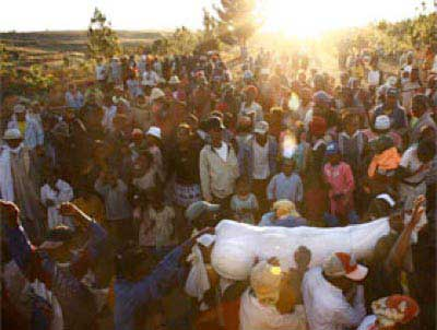 ترسناک ترین مراسم های تدفین در جهان (عکس)
