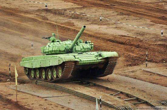 عجیب ترین نوع رالی با تانک (عکس)