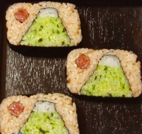 خلاقیت جنجالی خانم ژاپنی بر روی سوشی (عکس)