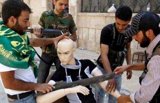 ورود مانکن ها به دنیای تروریستی (عکس)