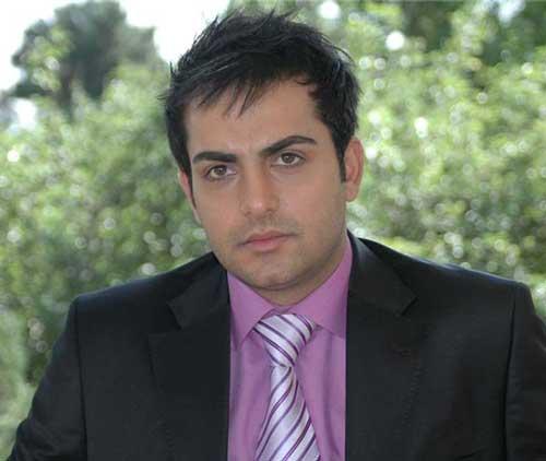 عکس دیده نشده از حامد کمیلی در کنار برادرانش
