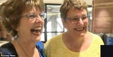 عکس رمانتیک دو دوست پس از 55 سال