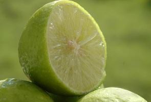 چرا باید لیمو را در رژیم غذایی روزانه خود بگنجانیم..؟