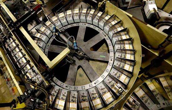عکس های دیده نشده از کارخانه چاپ اسکناس