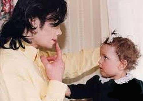 این دختر جذاب فرزند کدام ستاره معروف جهان است ؟ (عکس)