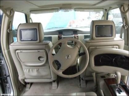 ماشین عجیبی که راننده سر جای خودش نیست (عکس)